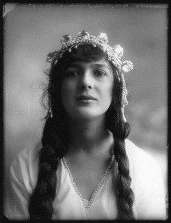 Julia James, 1913 mw75599.jpg (250×325)