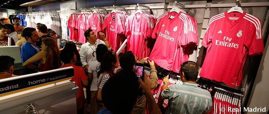 """Con esta camiseta vamos a ganar todo la temporada que viene"" http://bit.ly/1udNf2V #halamadrid pic.twitter.com/TEOsmdkMGx"