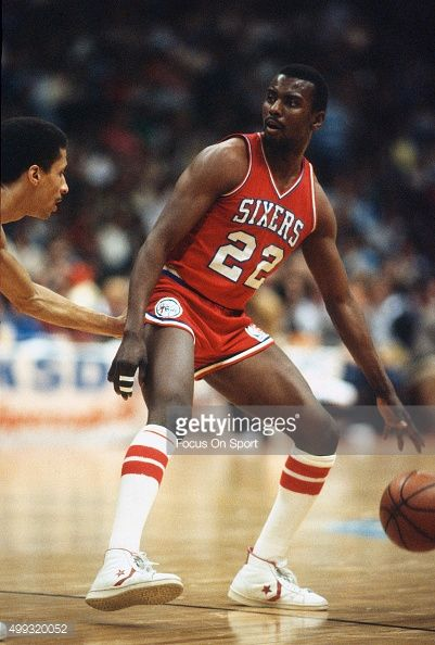 Andrew Toney of the Philadelphia 76ers dribbles the ball against the ... a44ca2f6f