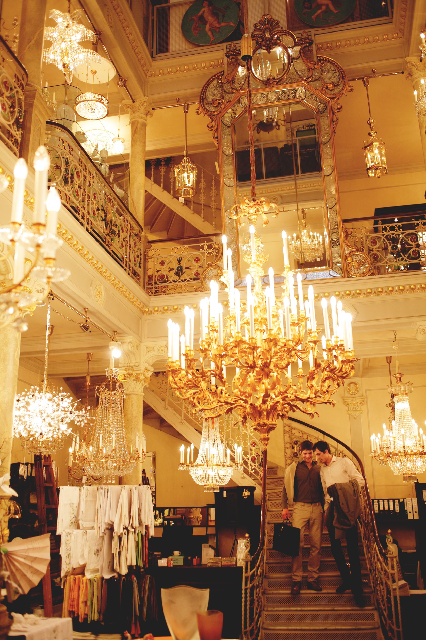 For distinguished table culture and crystal lighting Lobmeyr is Vienna's first address