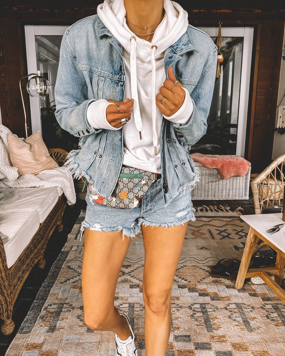 Karina Style Diaries Chic Winter Outfits Street Style Outfits Winter Cropped Hoodie Outfit [ 1200 x 960 Pixel ]