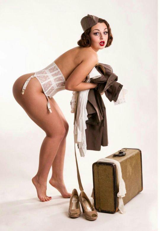 pin-up-models-naked-savanah-gold-ass