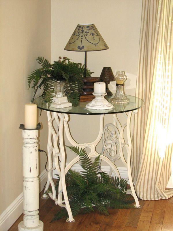 vieille machine coudre 25 id es pour la transformer d cor maison vieilles machines. Black Bedroom Furniture Sets. Home Design Ideas