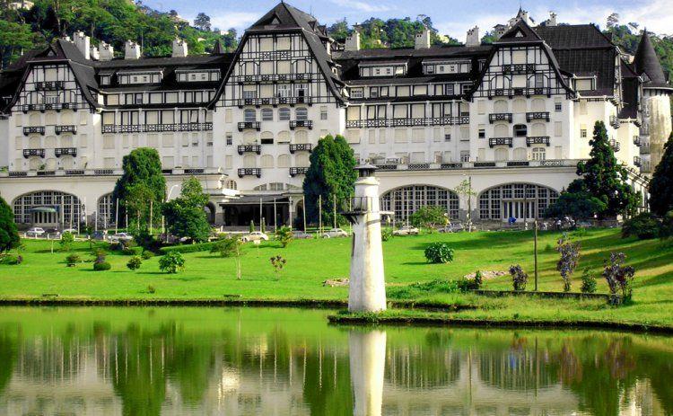 Hotel Quitandinha - Foi construido em 1944 por Joaquim Rolla, foi projetado para ser o maior cassino  hotel da America do Sul - Petropolis - Rio de Janeiro - Pesquisa Google
