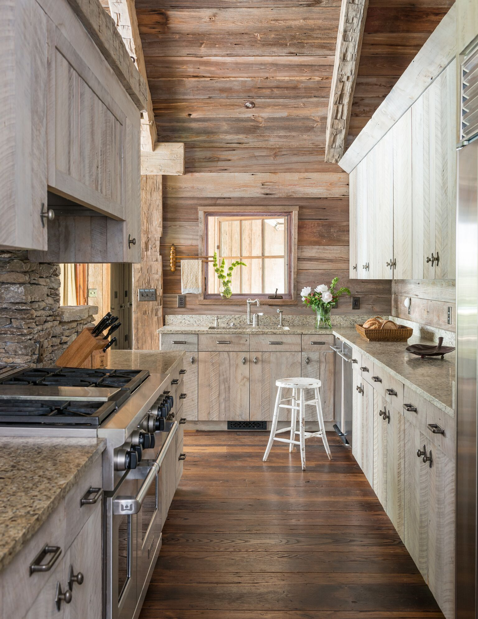 Superieur Reclaimed Barnwood And Granite Countertops Blend Smoothly In This Brightly  Lit Kitchen.
