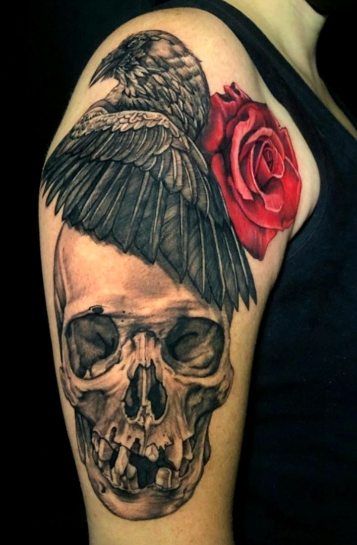 Tatuaje realizado por la artista Melissa Reyes. Tatuajes de Reyes. Guadalajara. @MelissaReyesTattoo  First session of this sleeve combining the love for darkness and of course, #roses 🖤  #calavera #skull #roses #cuervo #raven #blackandgrey #tattoo #tatuajes #dark #black #death #love #tatuadoresmexicanos #inked #tattoosforwomen #realism #superbtattoos #ladytattooers #tatuajesdereyes #reyestattoosupply #empireneedles