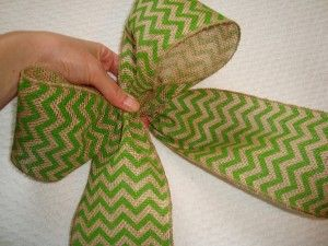 How to Make a Bow with Burlap
