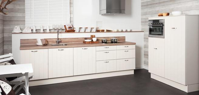 Witte landelijke keuken voor ben en michelle afrika en de zon pinterest kitchens - Witte keuken decoratie ...