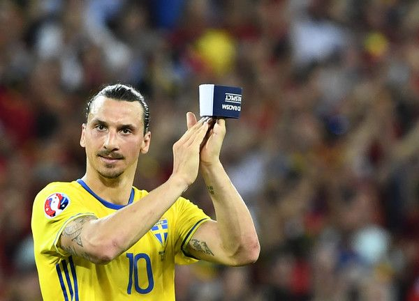 Sweden's forward Zlatan Ibrahimovic applauds to acknowledge the spectators at the end of the Euro 2016 group E football match between Sweden and Belgium at the Allianz Riviera stadium in Nice on June 22, 2016. / AFP / JONATHAN NACKSTRAND