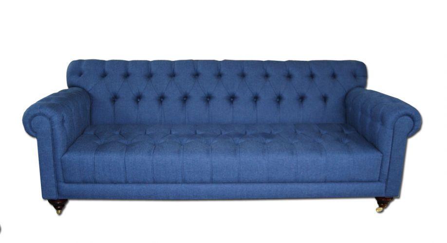 Sofá Brisa, com acabamento capitonê. O assento é fixo e o móvel mede 2,20 m (largura) e 90 cm (profundidade). R$ 5.780, na Entreposto