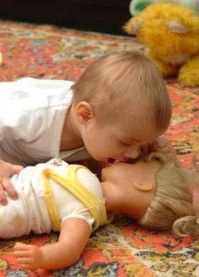 Download Baby Loves Mobile Wallpaper  159d1282e