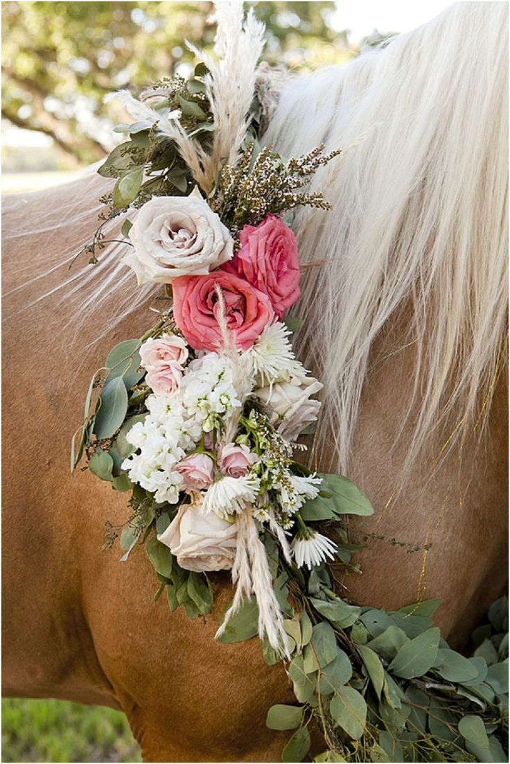 Beautiful flowers on a blonde-maned horse (www.7centerpieces.com/equestrian-styled-shoot-addison-studios) | Addison Studios (www.addisonstudios.com)