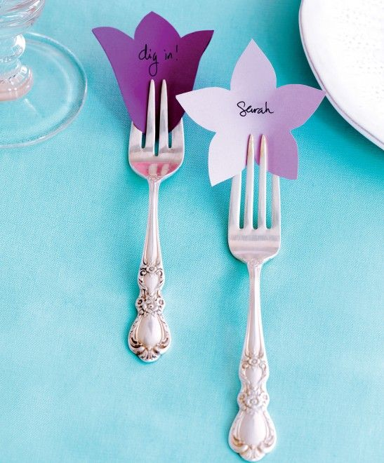 Pretty place cards for a Motheru0027s Day table setting - Chatelaine...I love the idea of putting place cards in the fork! I want to have a formal ladies tea ... & Pretty place cards for a Motheru0027s Day table setting | Table ...