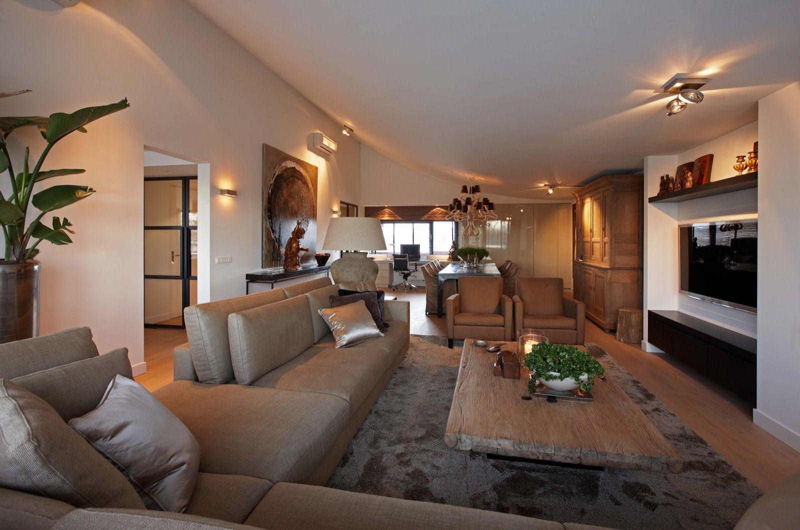 Dit penthouse met chique interieur in breda bevatte voorheen enkel antieke meubels de toren heeft