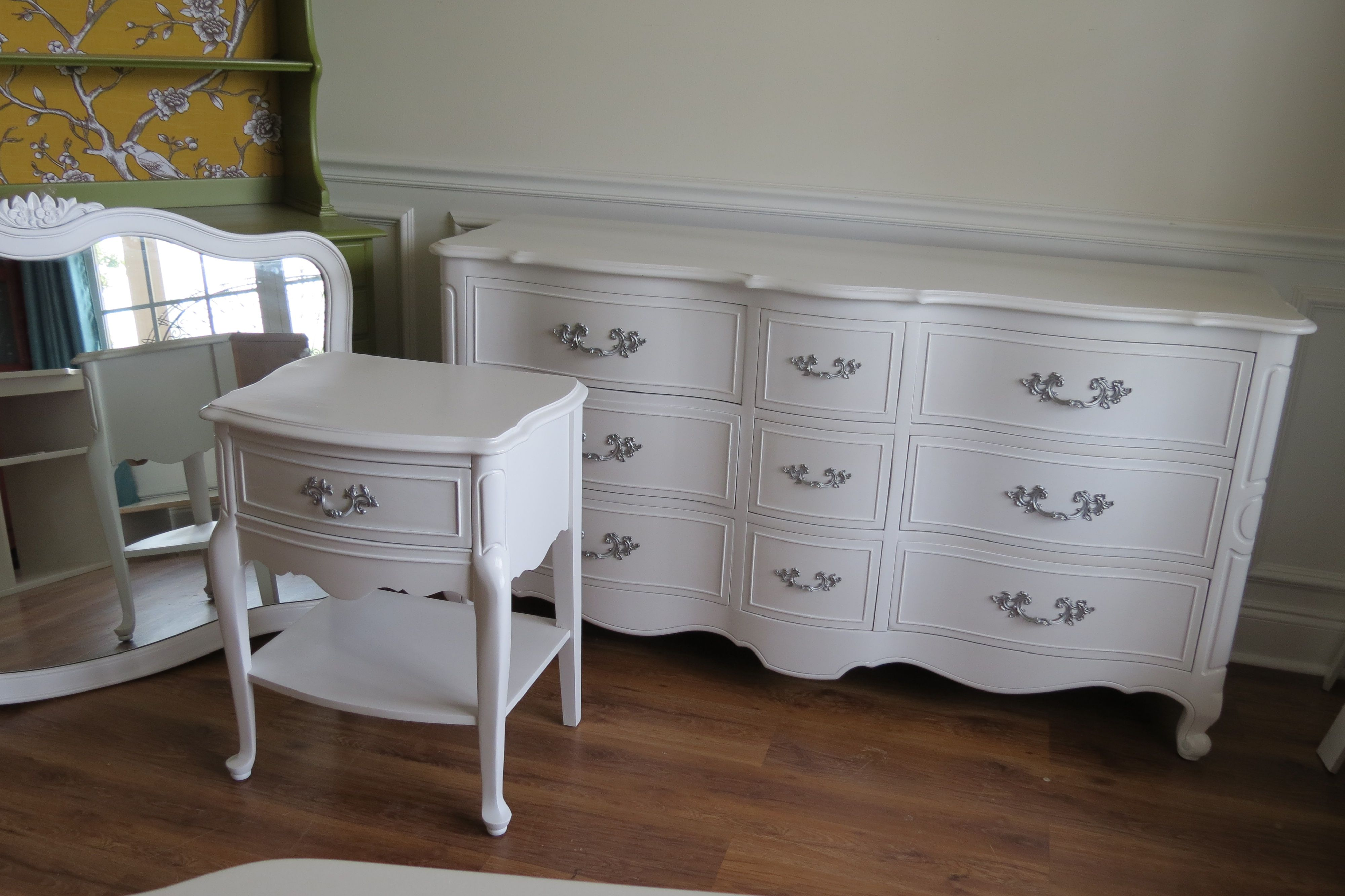 Painted french provincial classic white decora - Butacas pequenas y comodas ...