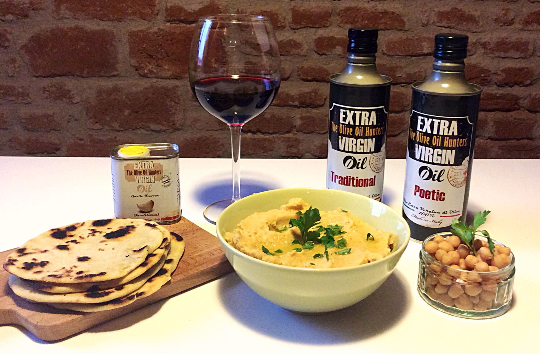 #homemade #kesra and #hummus with a secret ingredient: #garlic #oliveoil bought on www.extravirginshop.com