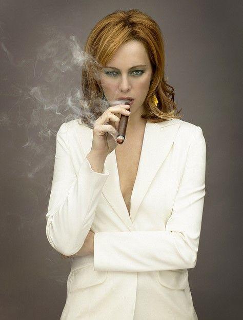 Melinda clarke smoking