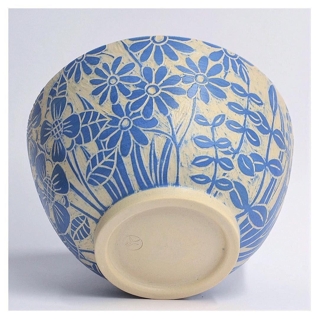 Kleurkeramiek Handmade By Inge On Instagram Handmade Ceramics Big Bowl With Sgraffito Ceramics Pottery Bowls Ceramic Workshop Ceramic Pottery