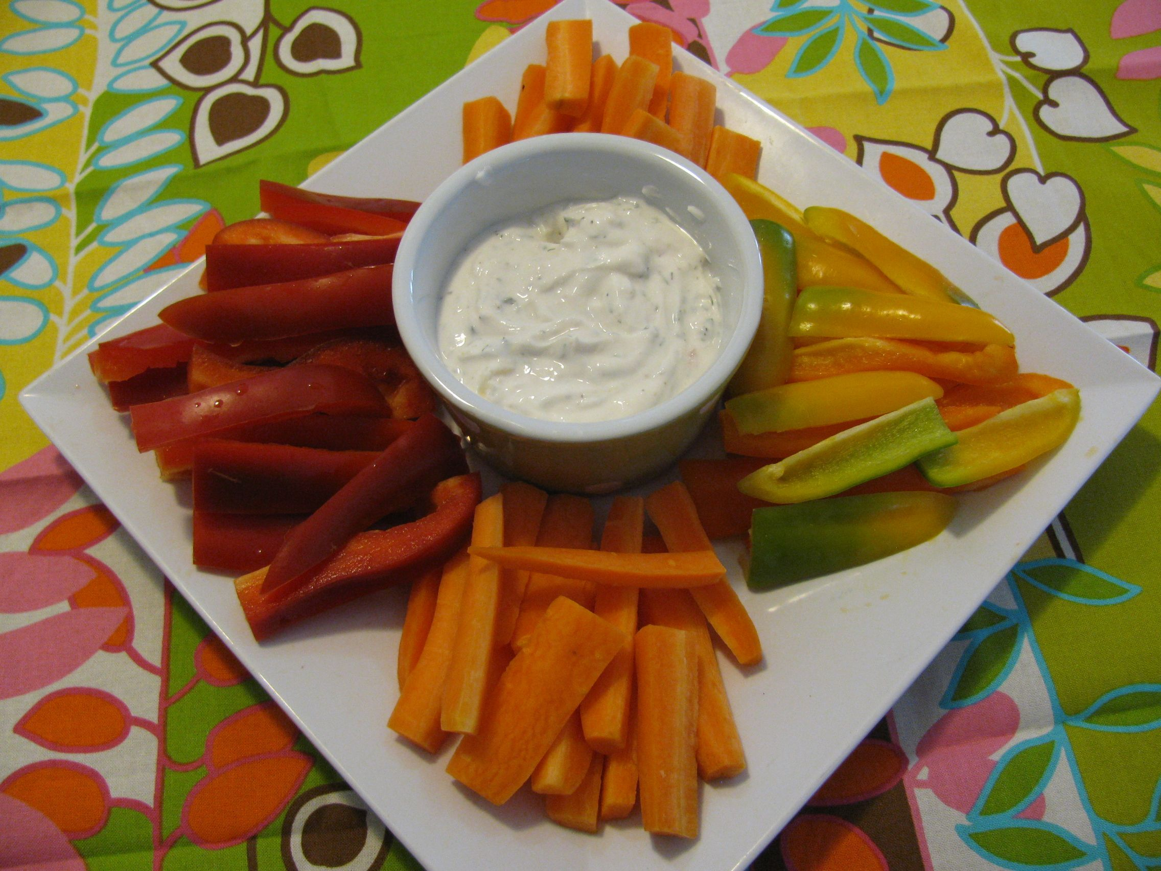5 Minute Homemade SKINNY Avocado Ranch Dip made with Greek Yogurt. A ¼ cup of the store bought Ranch has 170 calories, 15 grams of fat and only 1 gram of protein plus tons of preservatives and chemicals. A ¼ cup of THIS dressing has 62 calories, 2.5 grams of fat and 6 grams of protein! PLUS IT BOOSTS METABOLISM!! #LoseWeightByEating #avocadoranch 5 Minute Homemade SKINNY Avocado Ranch Dip made with Greek Yogurt. A ¼ cup of the store bought Ranch has 170 calories, 15 grams of fat and only 1 gr #avocadoranch