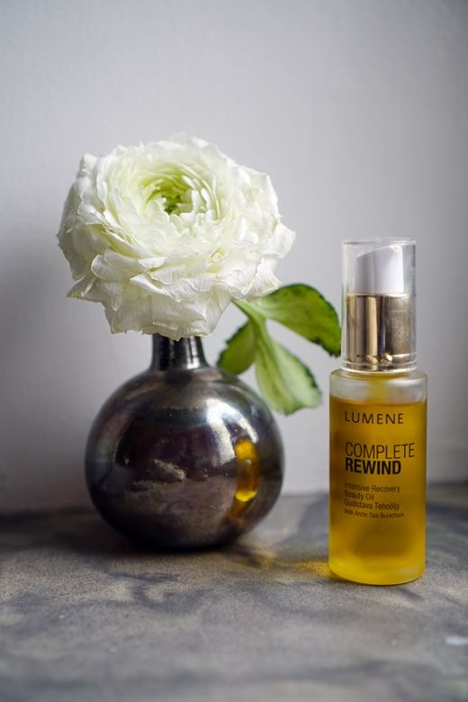 """""""I like thin, easily absorbing oils and use them often instead of night cream. I also tend to ad a tiny drop in my day cream or foundation to give a splash of brightness"""", says blogger Lumo Lifestyle. She tested our new Lumene Complete Rewind Intensive Recovery Beauty Oil. #completerewind #lumene #beautyoil"""