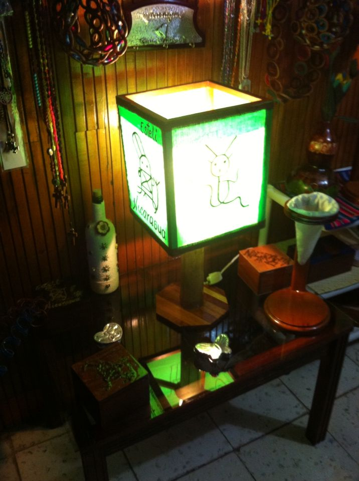 Lámpara de mesa, artesanal.
