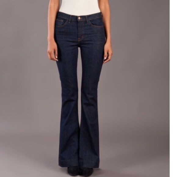 """JBRAND... Size 27 Bianca high rise flare size 27. Inseam: 34"""" Rise: 10""""  Flare: 22"""". Very MINOR fray at bottom back left leg. Please refer to last picture. I am open to offers!!!! Otherwise, these are in amazing condition!!!! J Brand Jeans Flare & Wide Leg"""