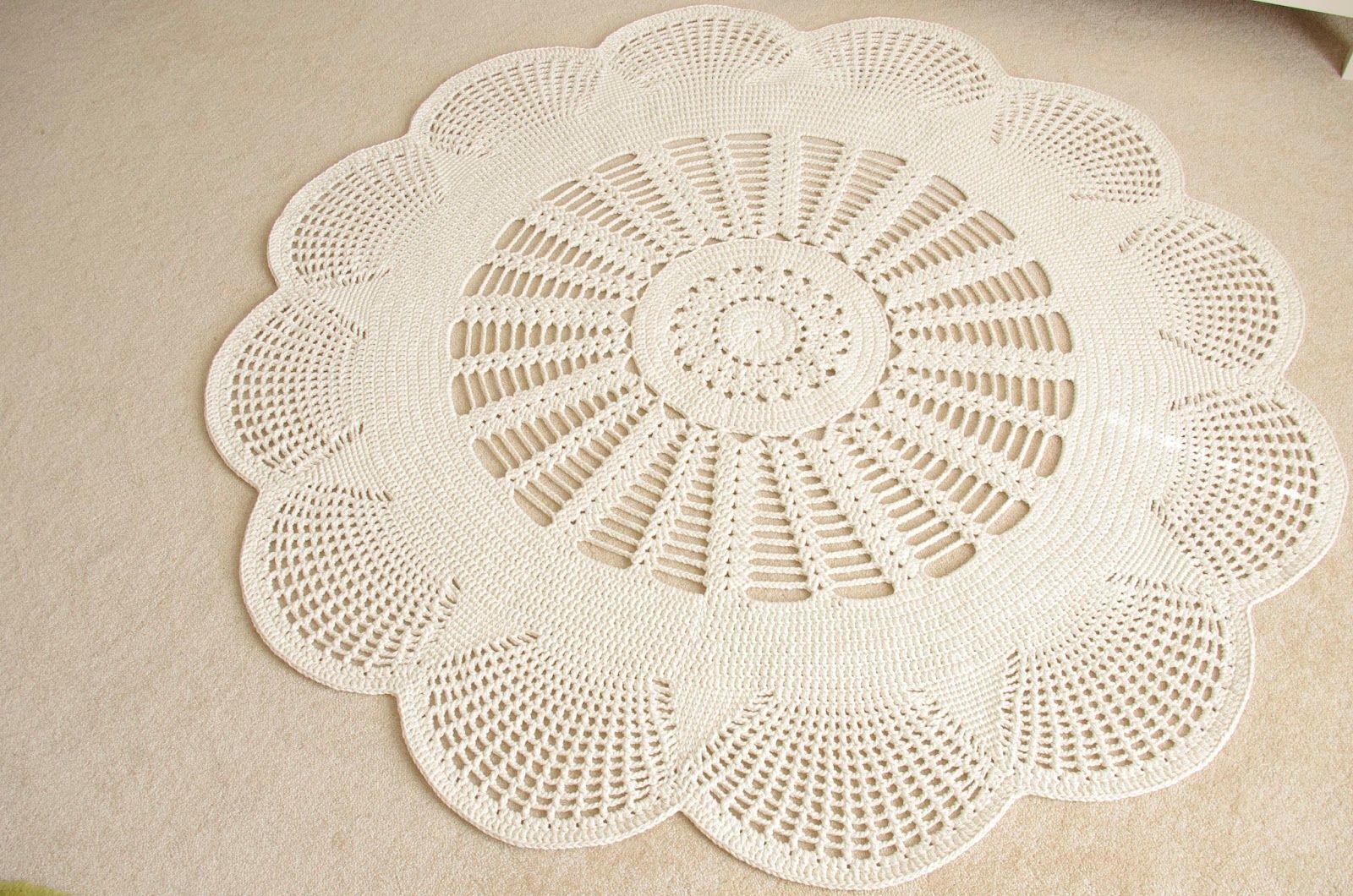 Emily Mega Doily Rug Is Here And Gone Again Com Imagens Tapete De Croche Tecido Artesanal Tapetes