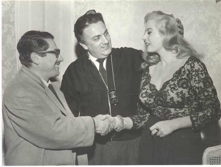 Ennio Flaiano, Federico Fellini e Anita Ekberg durante le riprese di La dolce vita (1960)