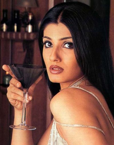 raveena tandon family picraveena tandon sonali bendre, raveena tandon dance, raveena tandon family, raveena tandon movie in 2012, raveena tandon vk, raveena tandon date of birth, raveena tandon then and now, raveena tandon filmography, raveena tandon wikipedia, raveena tandon family pic, raveena tandon husband, raveena tandon biography, raveena tandon shahrukh khan song, raveena tandon anil thadani, raveena tandon husband name, raveena tandon mp3, raveena tandon mother