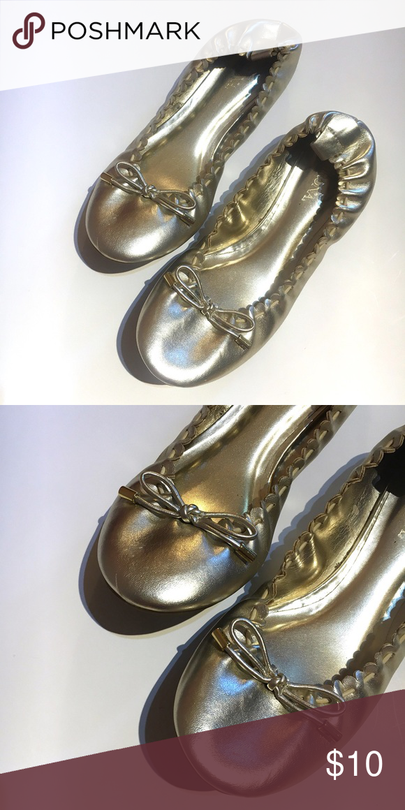 31c810057b6808 •m e r o n a• gold flats (5 1 2) •Merona brand (sold at Target) •Metallic  gold flats with bow detailing •Size 5 1 2 •Good condition just some  markings on ...