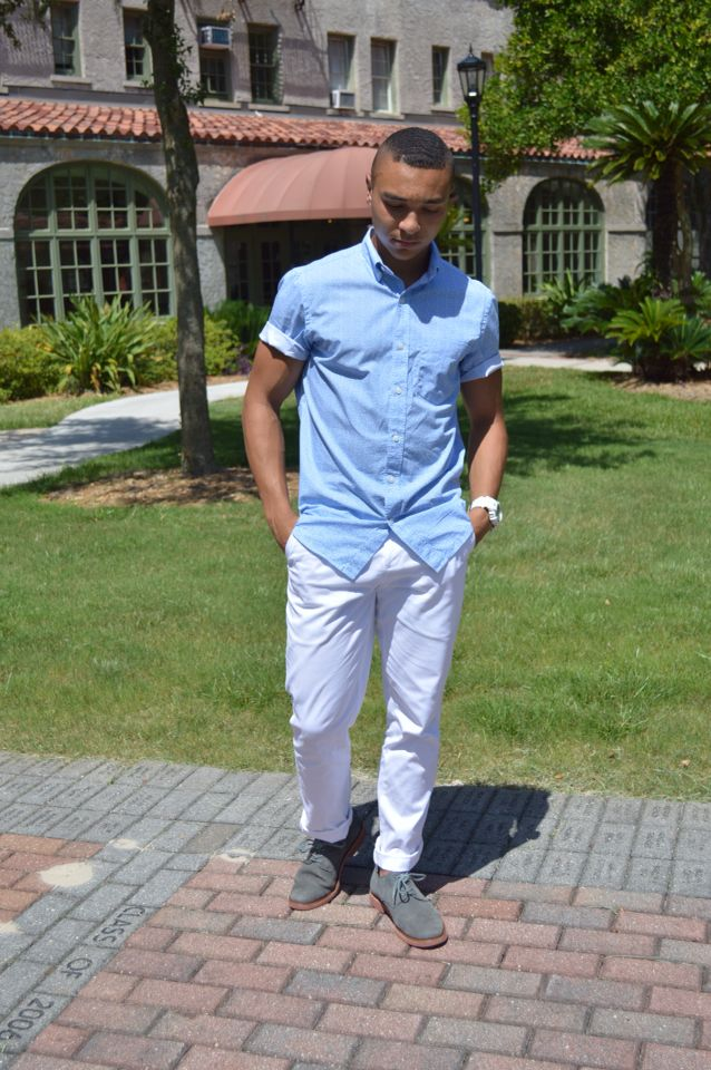 Nice combo, white pants great for the summer time