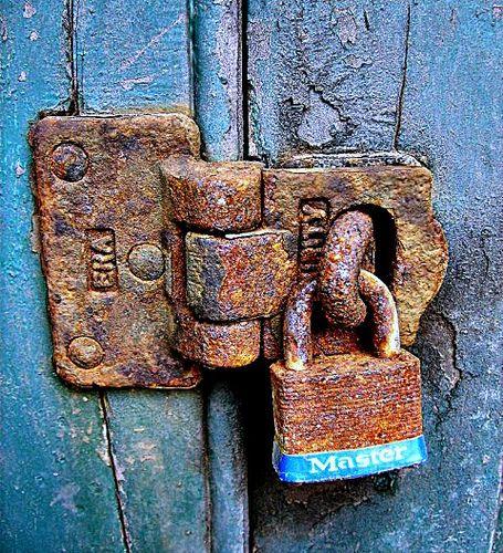 "○ rusty padlock: ""tower lock"" by roy red (@Tony Wang)"