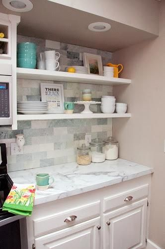 Check Out The Before And After Of Anna S Kitchen Redesign Hint Includes Formica 180fx Calacatta Marble