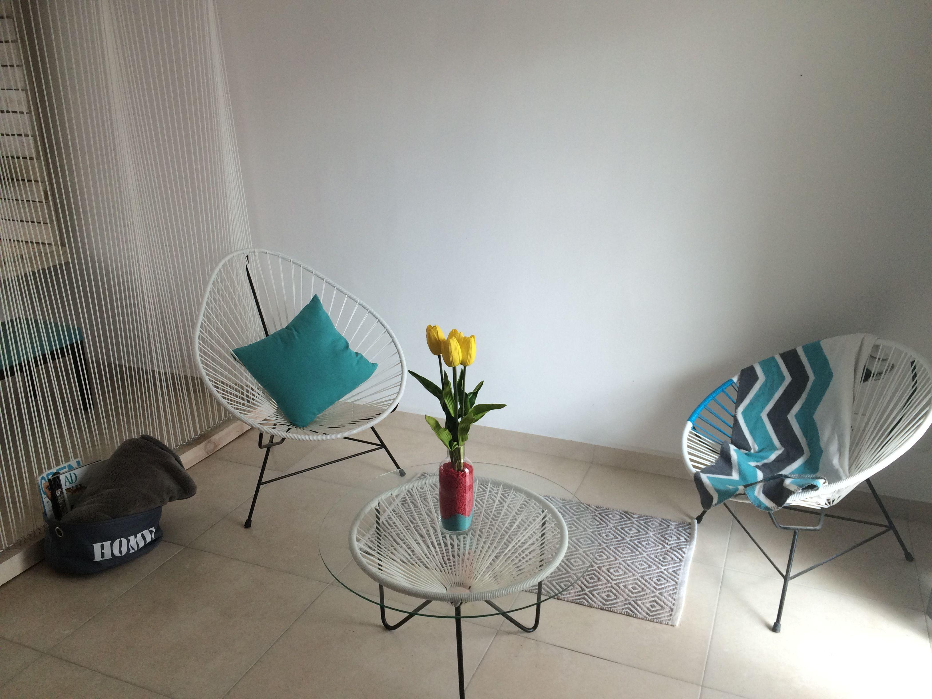 juego de silla acapulco y mesa central blanco