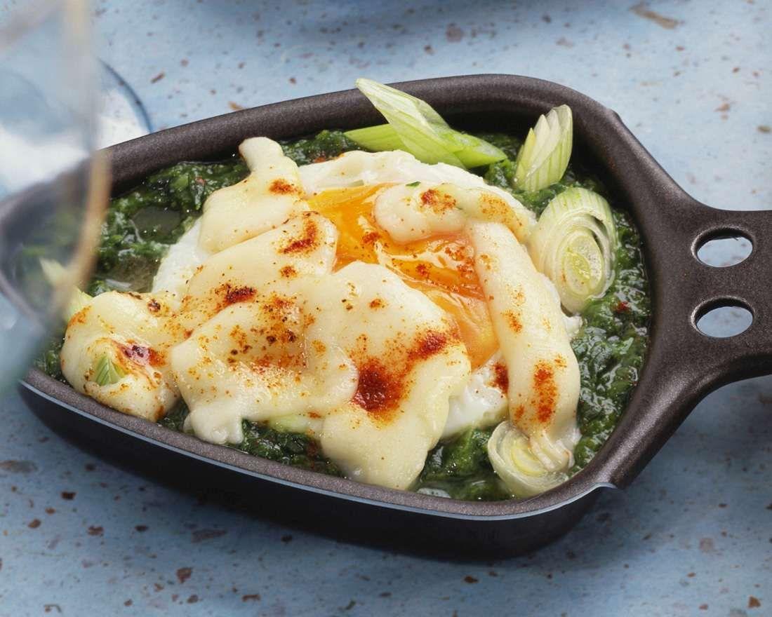 Raclette mit Spinat und Ei
