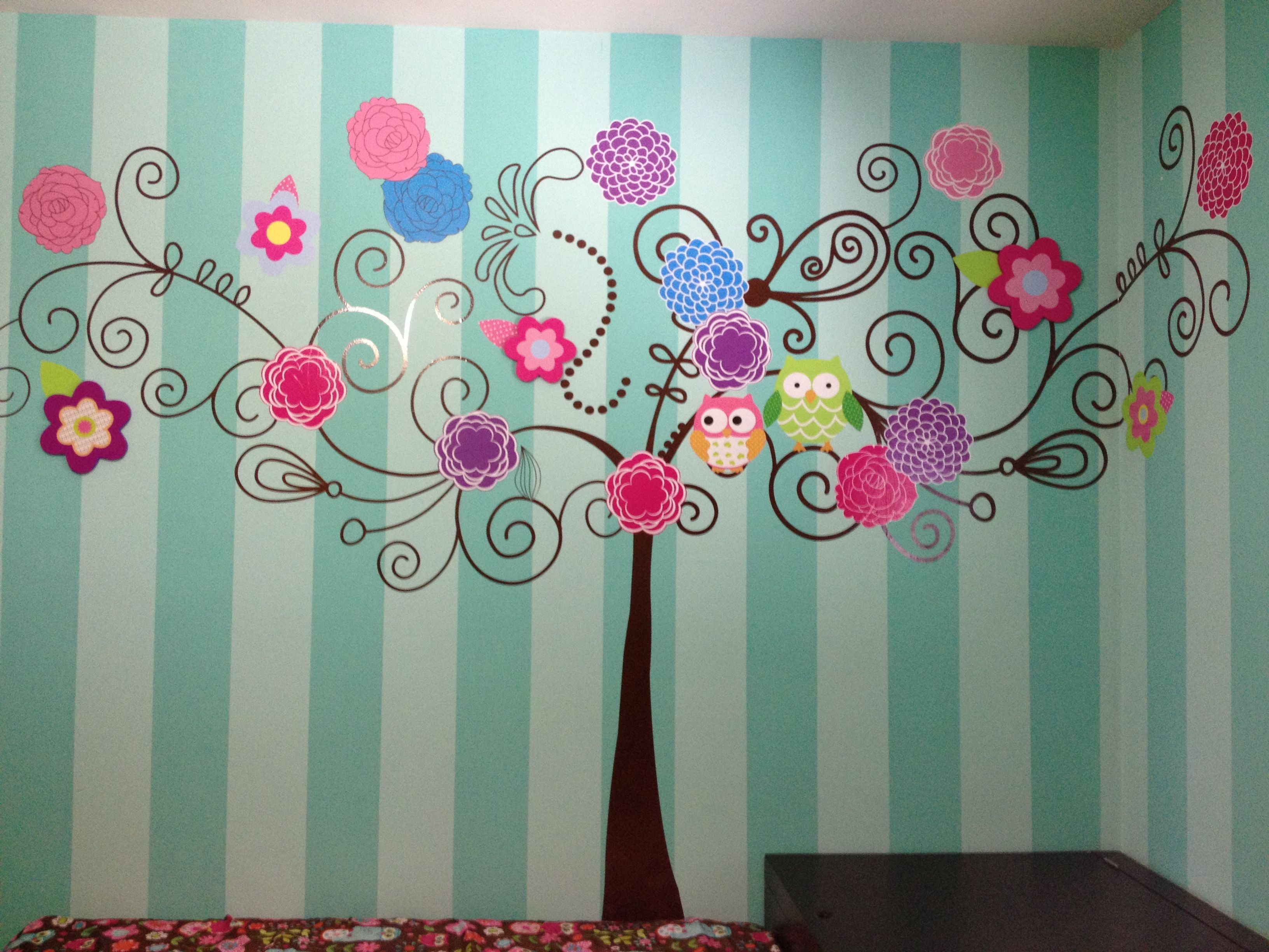 Vinil decorativo con flores de madera decoradas cuartos for Decoracion para habitacion de bebe nina