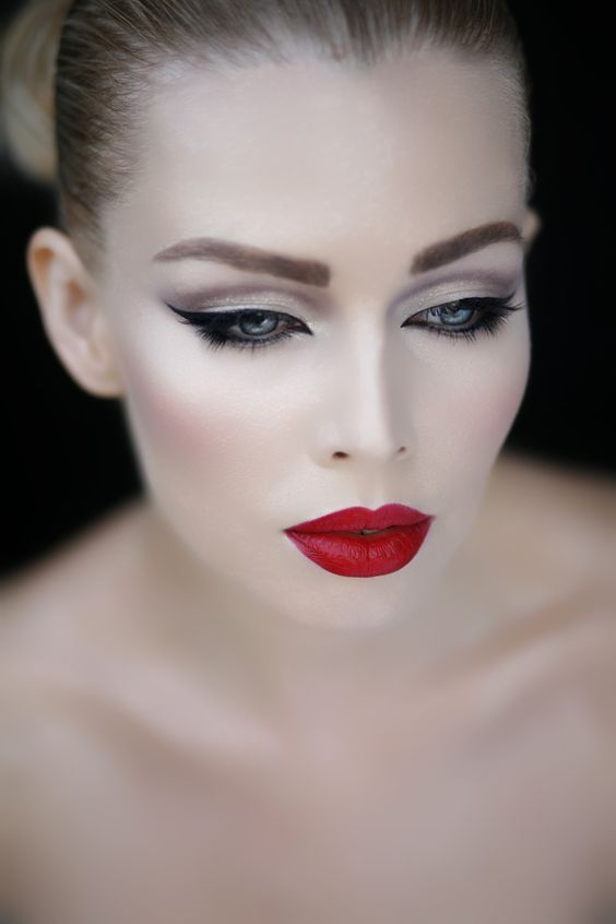 Dean Lennox Makeup Studio Zurich Make Up Diplom Visagist Make Up Artist Hairstylist Swiss Schminkzeug Makeup Trends Rote Lippen