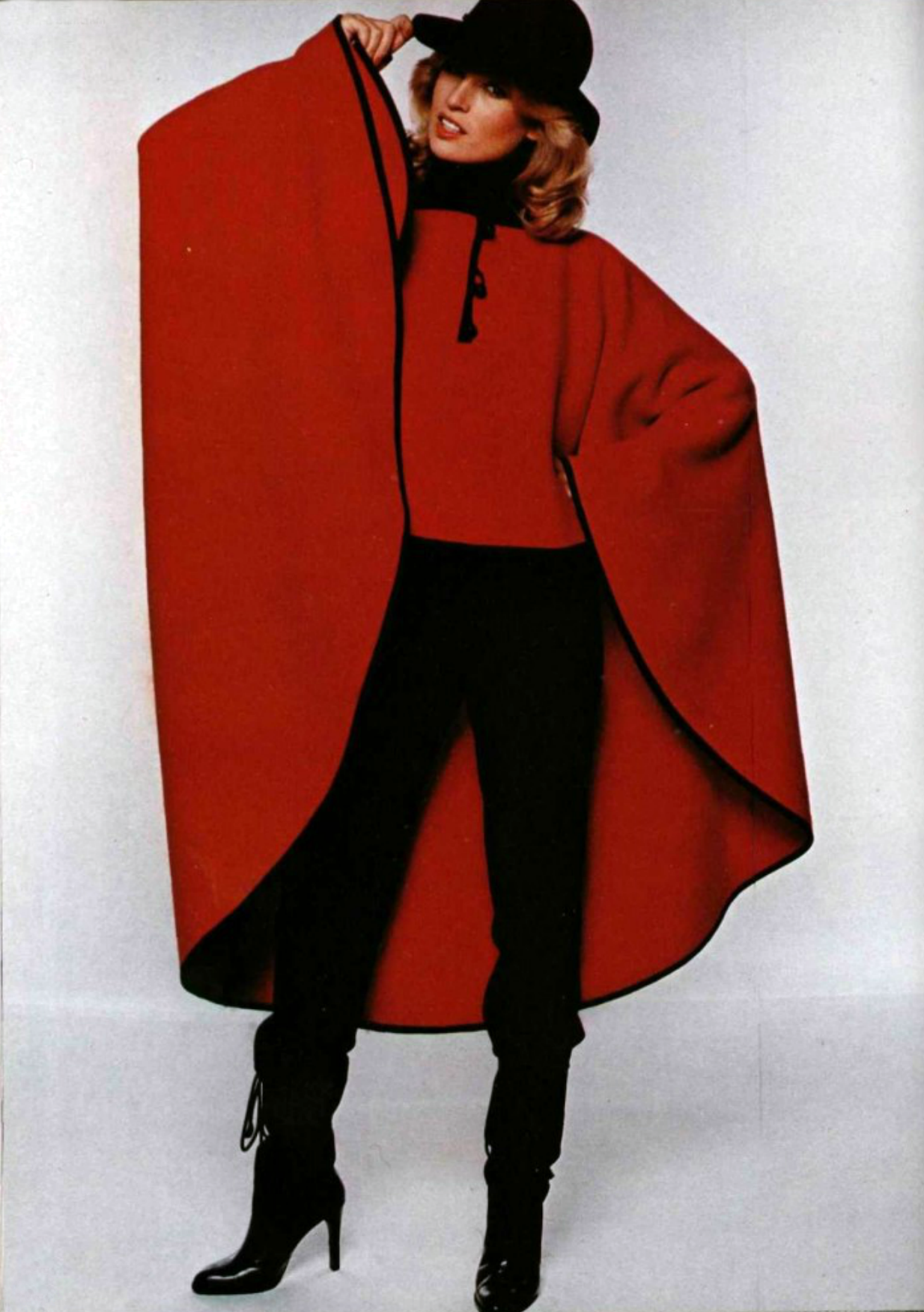 L'officiel de la mode magazine 1977 Pierre Cardin red cape