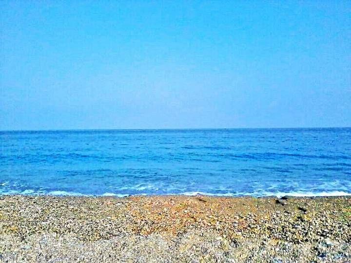Spiaggia e mare alle 8 di mattina.