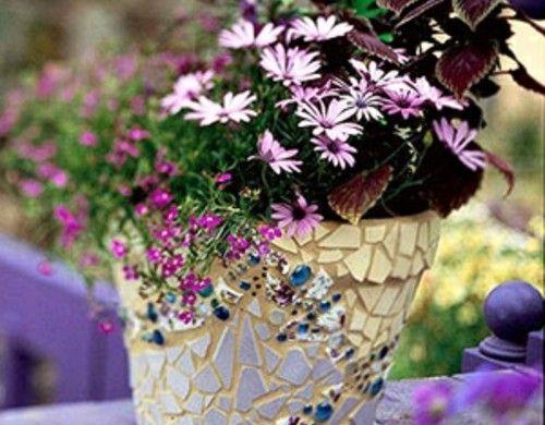Originelle Gartendeko Blumentopf Mosaik