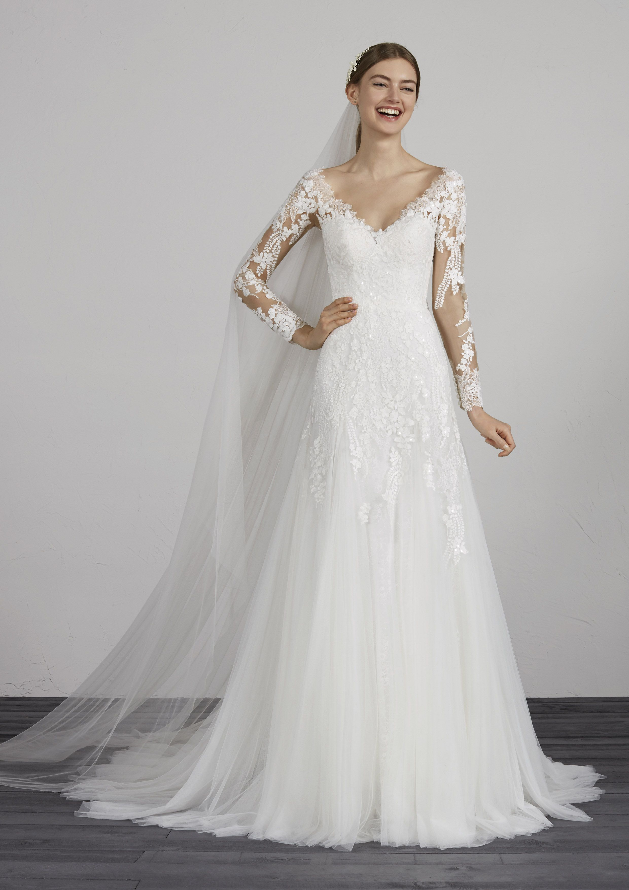 Wedding dress with lace sleeves  Meryl Pronovias Wedding Dress bridal gown Lace sleeves fitted low