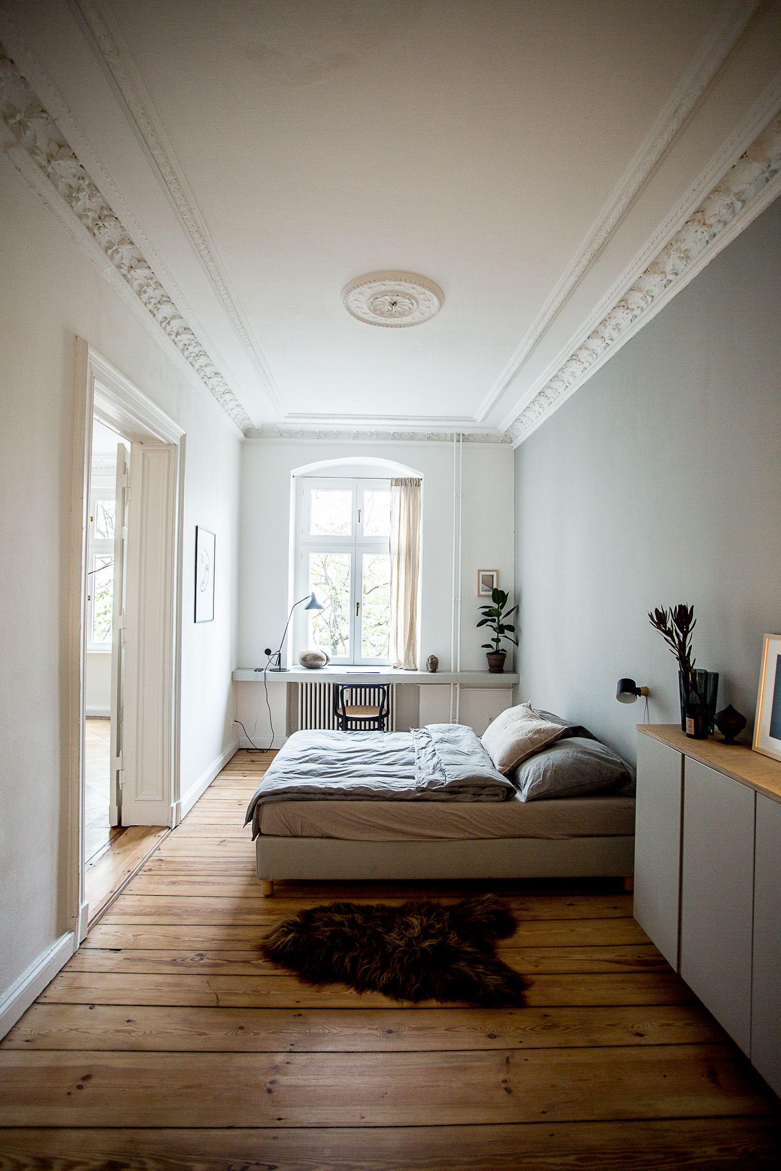 Zu Besuch bei Selina Lauck  Interior  Pinterest  Altbau schlafzimmer Schmales schlafzimmer