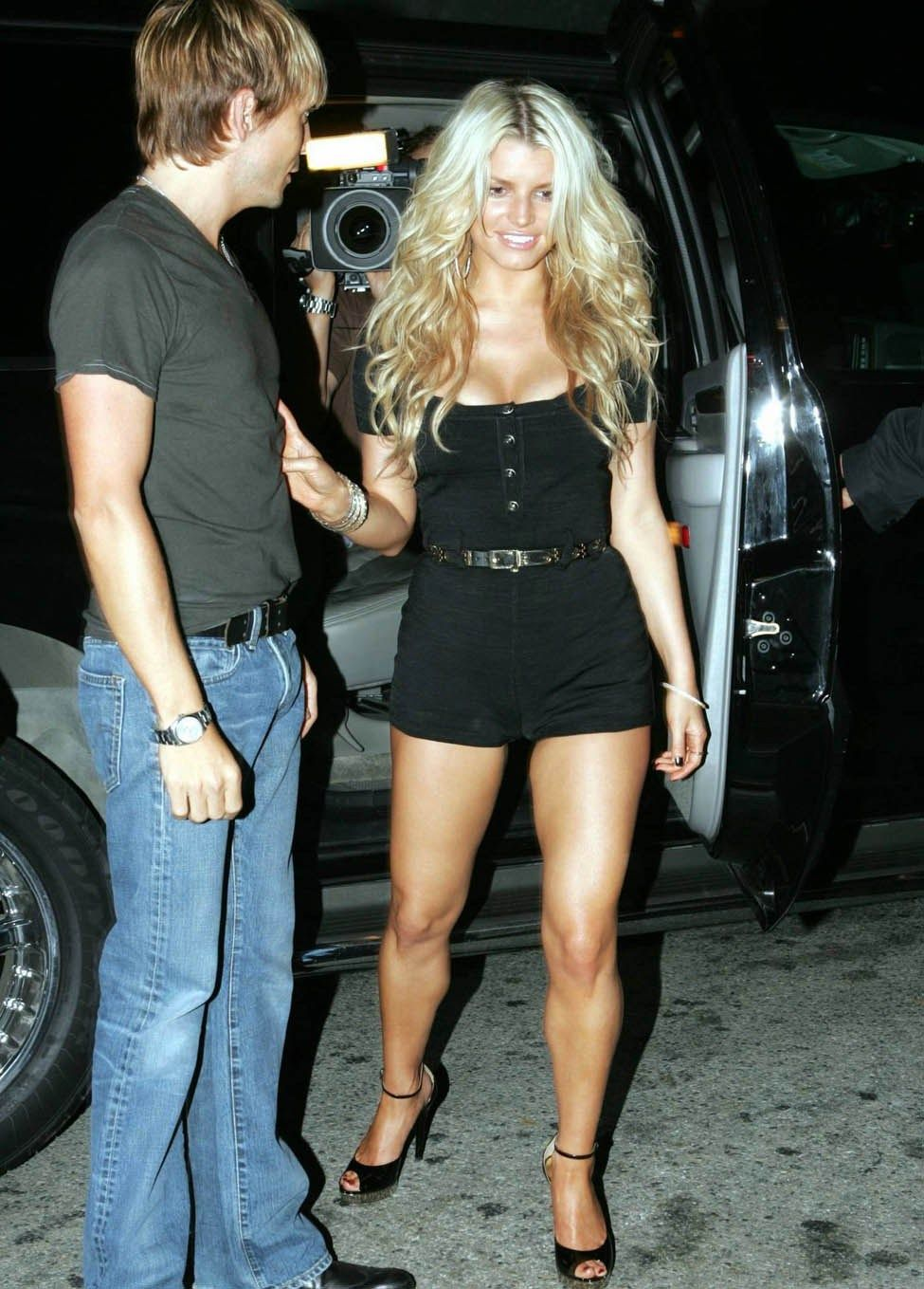 Jessica Simpson hot | JESSICA SIMPSON - SHORT SEXY OUTFIT - 2 ...