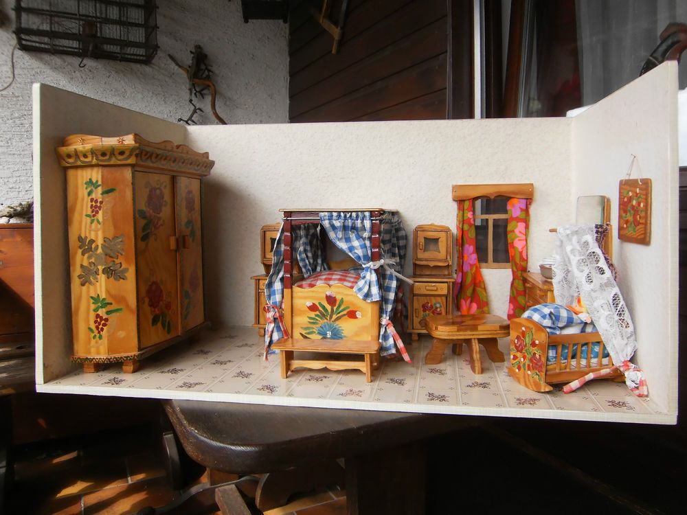 Alte Puppenstube, bäuerliches Schlafzimmer Handgefertigt Holz