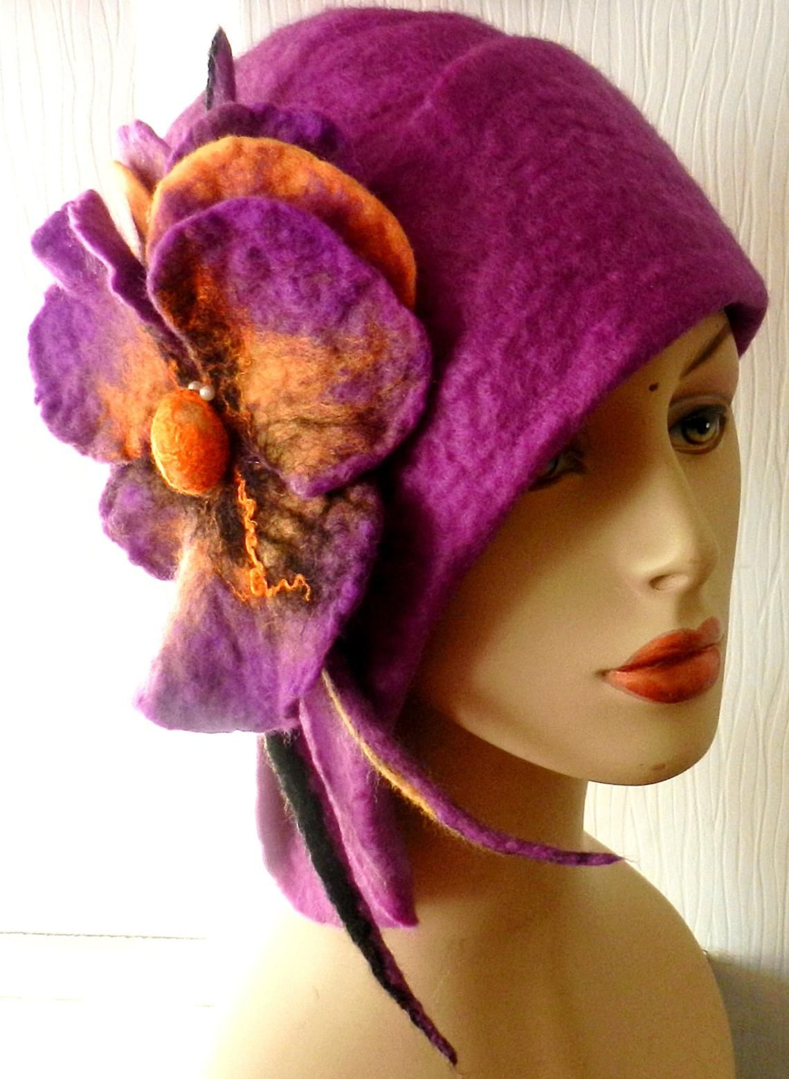 August Accessories Women/'s Lilac Wool Blend Cloche with Purple Flower Hat