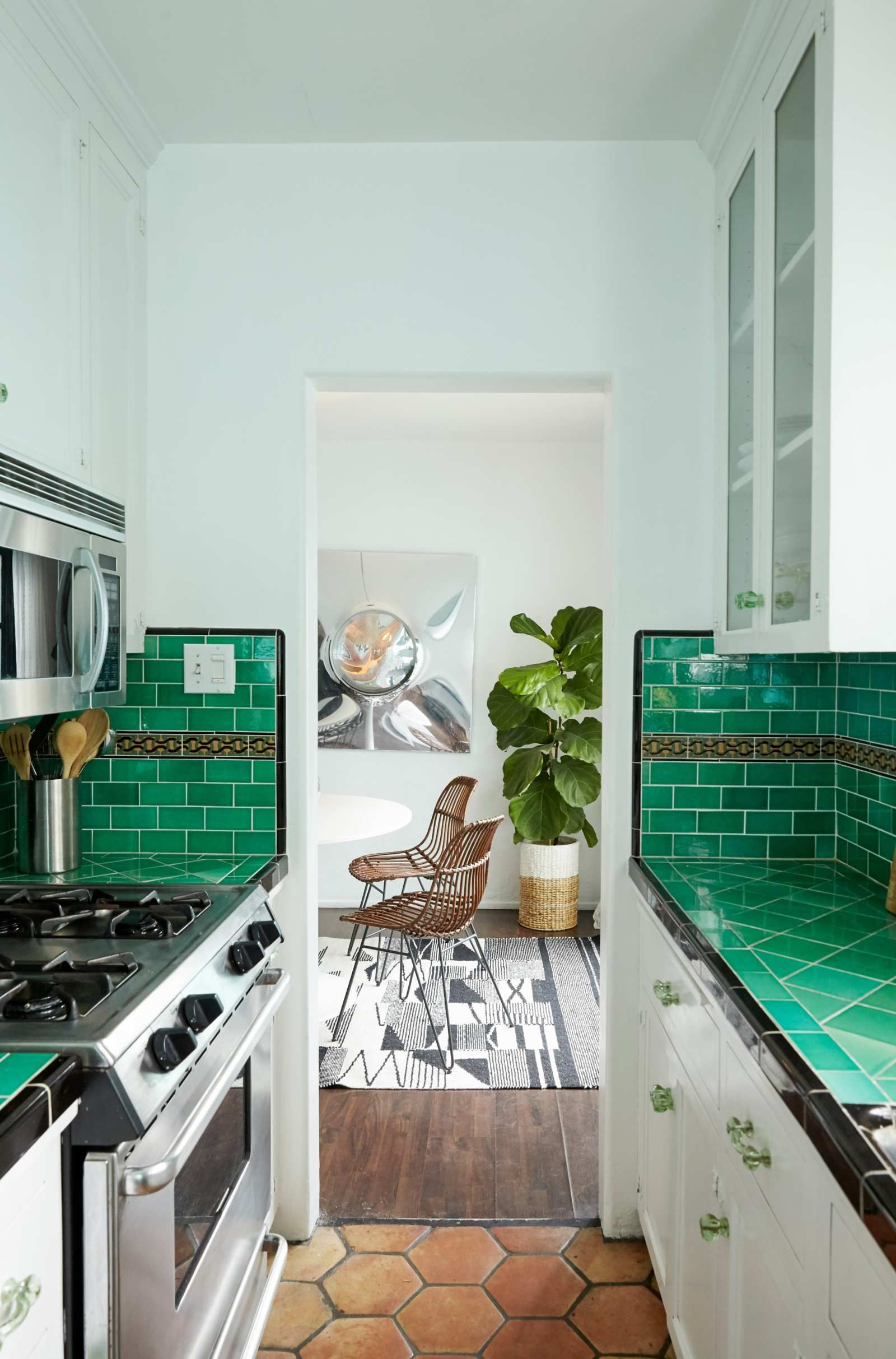 How To Decorate A Los Angeles Bungalow With An App And A Tap Of The Finger