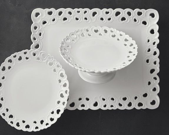 La Porcellana Bianca.La Porcellana Bianca Valentino Cake Plate With Stand In 2019