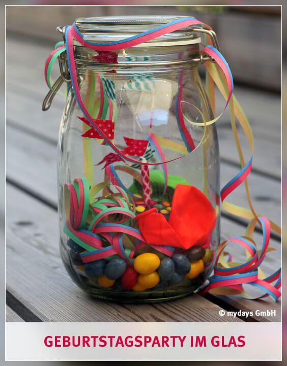 """Für diese DIY Geschenk zählt das Motto: """"Es muss nicht immer groß sein!"""" Denn auch eine kleine Geburtstagsparty im Glas zeigt Deinen Liebsten schon, wie gern Du mit ihnen ihren Geburtstag feiern würdest! Warum und wie das geht erfährst Du in unserem mydays Magazin."""