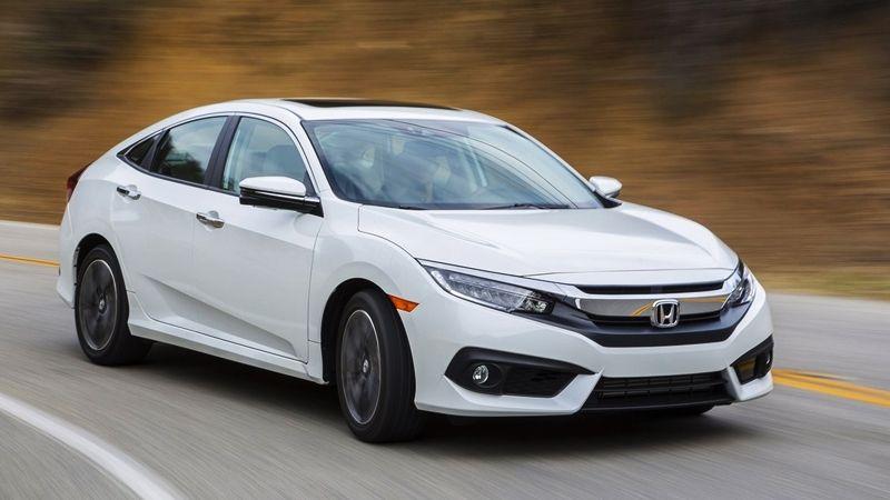 Honda Civic 2017 sẽ chính thức được giới thiệu đến người tiêu dùng Việt Nam vào đầu tháng 10, xe được phân phối dưới dạng xe nhập khẩu từ Thái Lan.