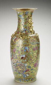 Jingdezhen [Jiangxi Province, China] Pair of vases nineteenth century